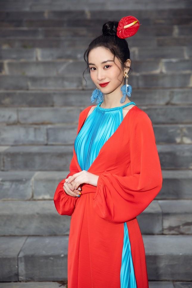 Dàn Hoa hậu, Á hậu xinh đẹp rạng ngời bất chấp trang phục mỏng manh giữa trời lạnh giá ảnh 8