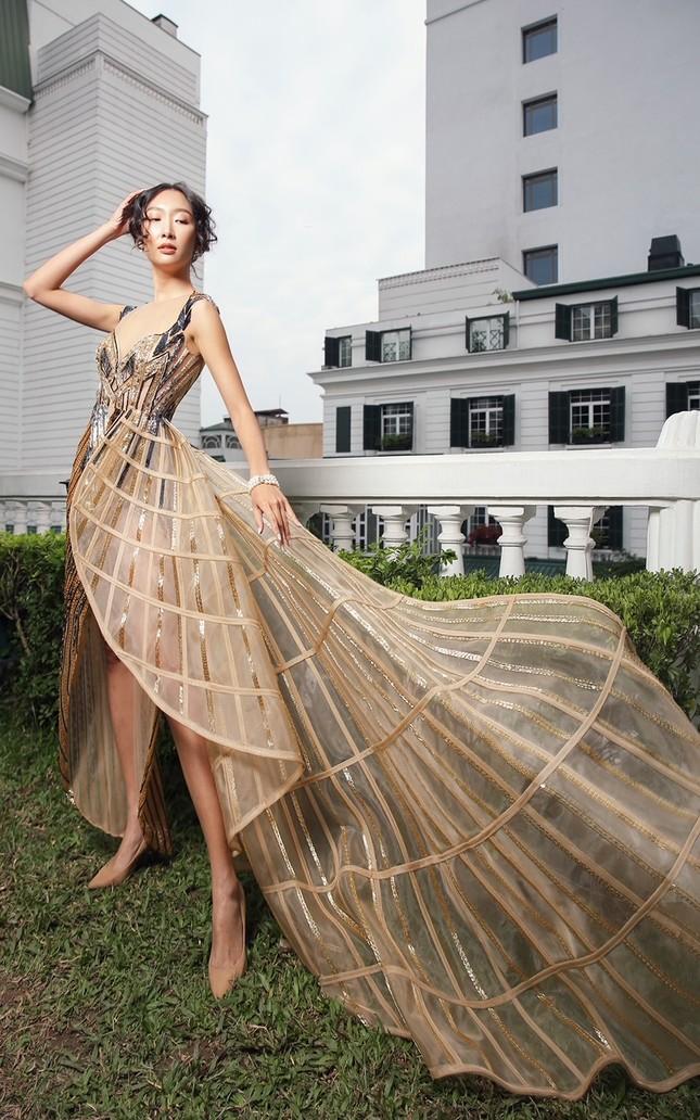 Chiếc váy này có gì đặc biệt mà ba mỹ nhân Lan Khuê, Hoàng Thùy, Thanh Khoa đua nhau mặc? ảnh 12