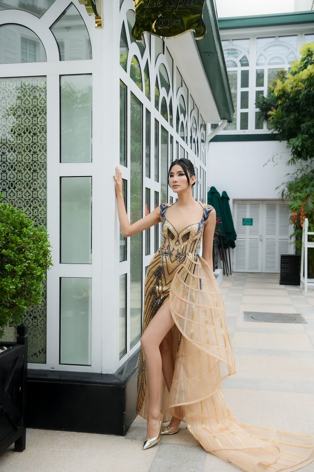 Chiếc váy này có gì đặc biệt mà ba mỹ nhân Lan Khuê, Hoàng Thùy, Thanh Khoa đua nhau mặc? ảnh 14