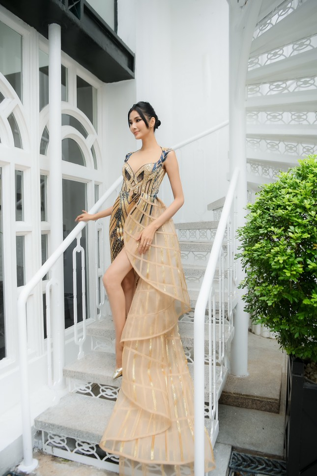 Chiếc váy này có gì đặc biệt mà ba mỹ nhân Lan Khuê, Hoàng Thùy, Thanh Khoa đua nhau mặc? ảnh 11