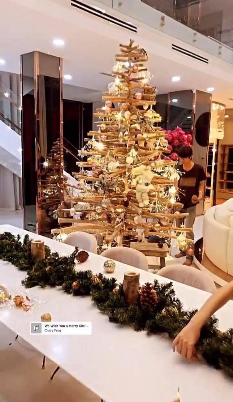 Choáng ngợp nhìn sao Việt trang trí nhà cửa mùa Noel: Sang xịn như khách sạn 5 sao ảnh 5