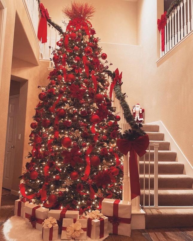 Choáng ngợp nhìn sao Việt trang trí nhà cửa mùa Noel: Sang xịn như khách sạn 5 sao ảnh 13