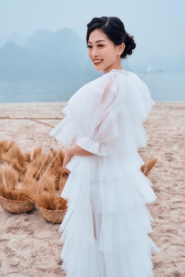Bí quyết nào giúp Á hậu Phương Nga rạng rỡ khi trình diễn áo dài giữa mùa Đông lạnh giá? ảnh 9