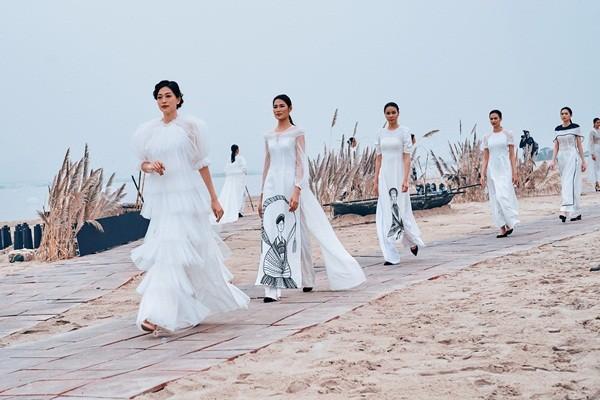 Bí quyết nào giúp Á hậu Phương Nga rạng rỡ khi trình diễn áo dài giữa mùa Đông lạnh giá? ảnh 1