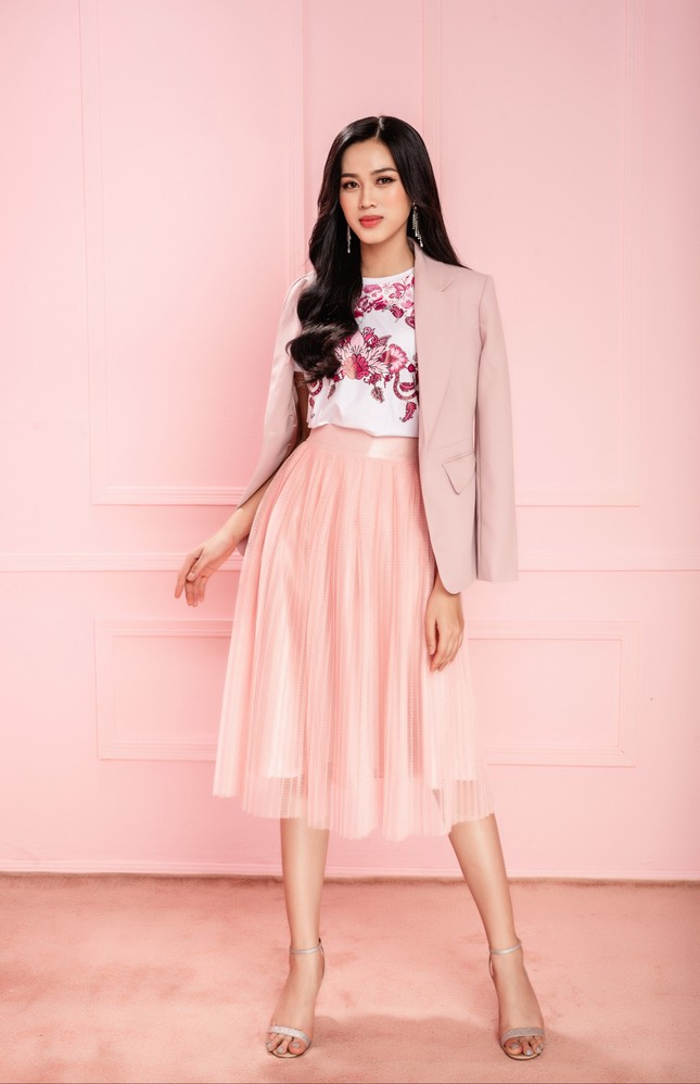 Hoa hậu Đỗ Thị Hà cùng hai Á hậu chọn gì để diện Tết và mùa lễ hội cuối năm? ảnh 10
