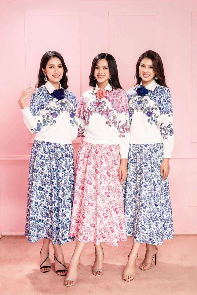 Hoa hậu Đỗ Thị Hà cùng hai Á hậu chọn gì để diện Tết và mùa lễ hội cuối năm? ảnh 1