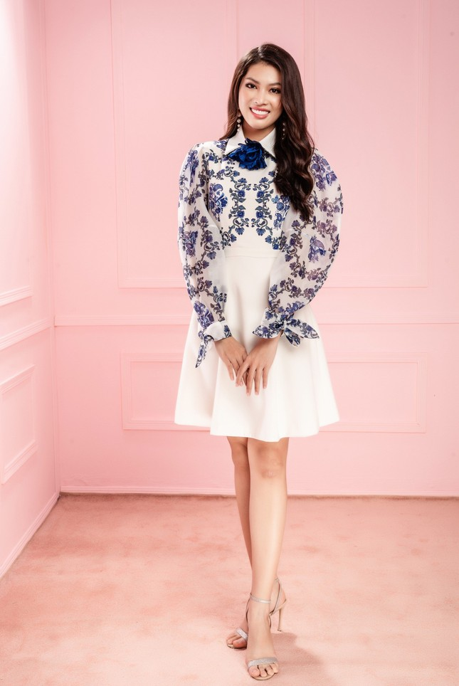 Hoa hậu Đỗ Thị Hà cùng hai Á hậu chọn gì để diện Tết và mùa lễ hội cuối năm? ảnh 15