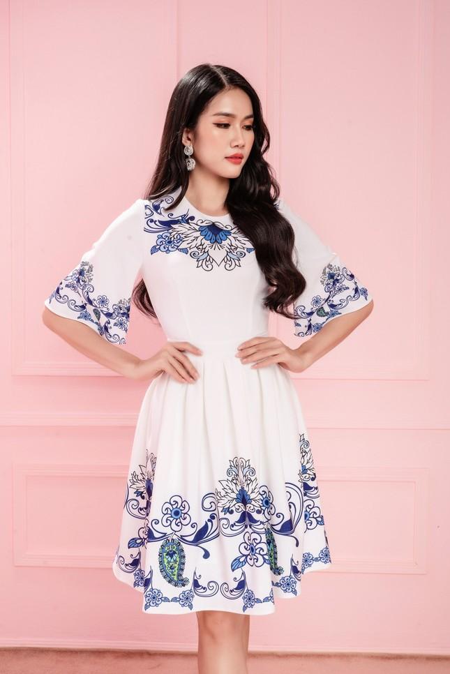 Hoa hậu Đỗ Thị Hà cùng hai Á hậu chọn gì để diện Tết và mùa lễ hội cuối năm? ảnh 11