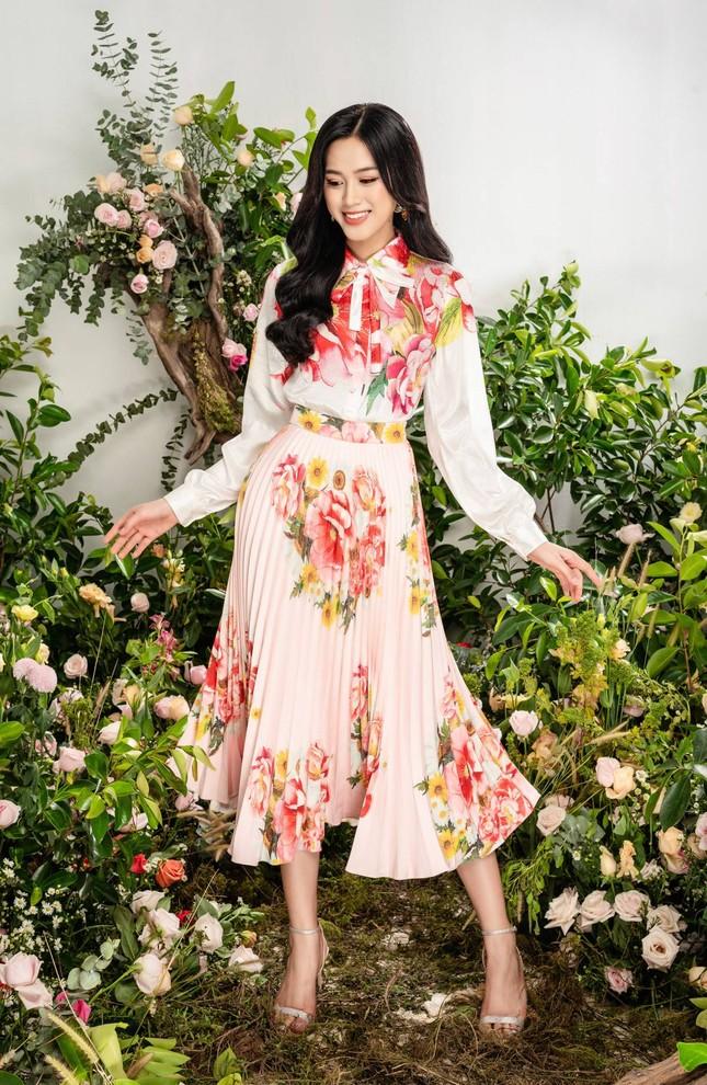 Nhờ vóc dáng chuẩn mà Hoa hậu Đỗ Thị Hà mặc phong cách nào cũng đẹp ảnh 1