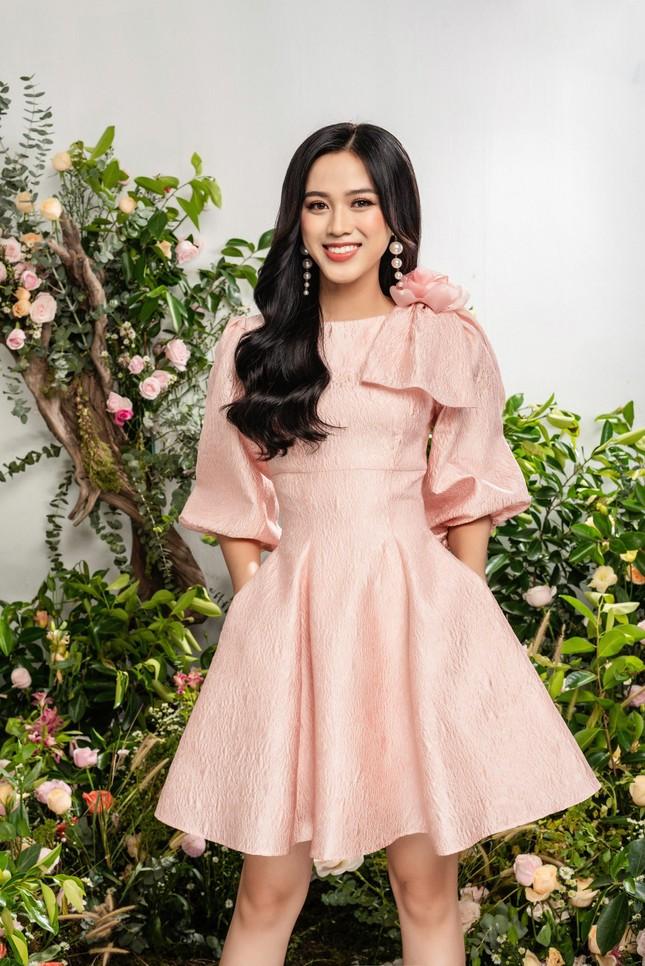 Nhờ vóc dáng chuẩn mà Hoa hậu Đỗ Thị Hà mặc phong cách nào cũng đẹp ảnh 9