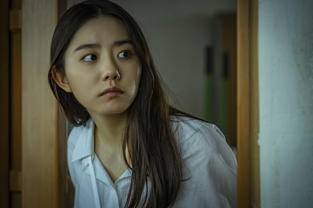 """Hàng loạt sao K-pop chịu cảnh bị ám ảnh trong lớp học kinh hoàng của """"Nam sinh số 11"""" ảnh 6"""