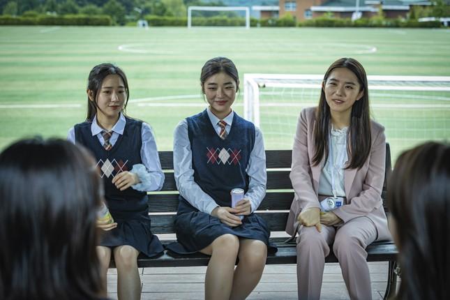 """Hàng loạt sao K-pop chịu cảnh bị ám ảnh trong lớp học kinh hoàng của """"Nam sinh số 11"""" ảnh 7"""