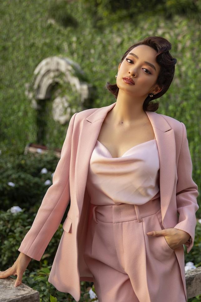 Nữ diễn viên Việt sở hữu những bộ trang phục ngốn nhiều công sức và tiền của nhất lịch sử ảnh 11