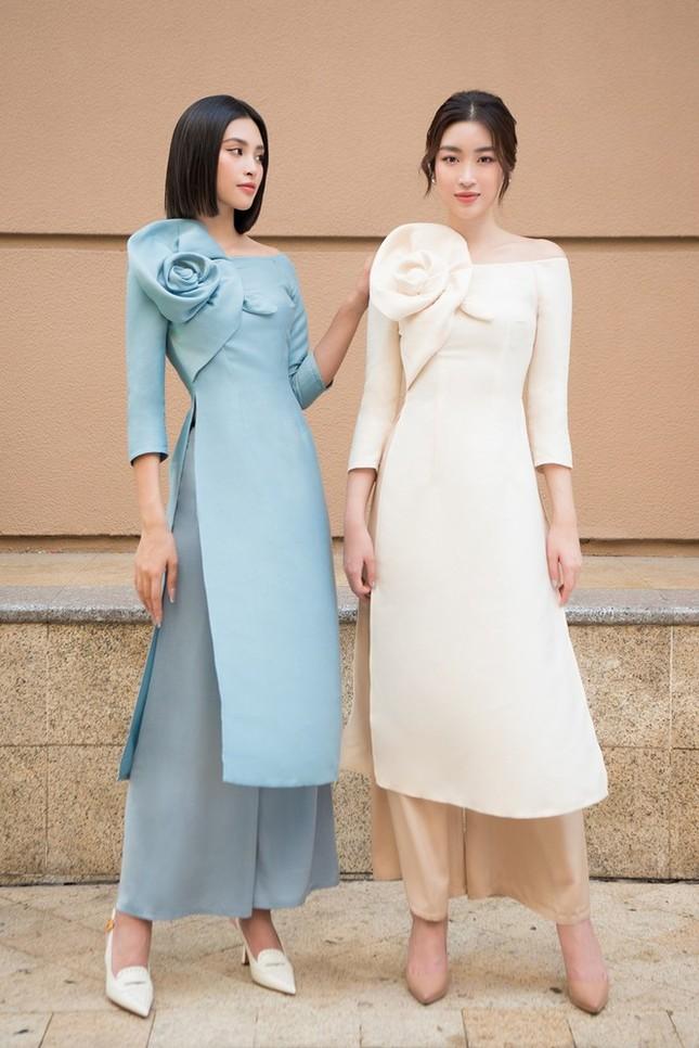 Hoa hậu Đỗ Mỹ Linh chuyển nghề thiết kế áo dài: Người đâu đã đẹp lại còn tài năng ảnh 1