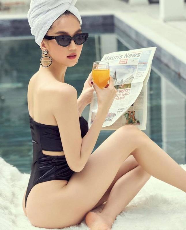 Chi Pu vừa khoe ảnh mặc quần tất không nội y, Ngọc Trinh đã diện bikini xẻ cao hết cỡ ảnh 8