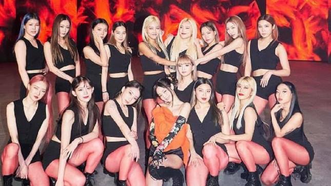 Những tấm ảnh tưởng rất bình thường lại khiến nhiều sao Hàn bị chỉ trích dữ dội ảnh 6