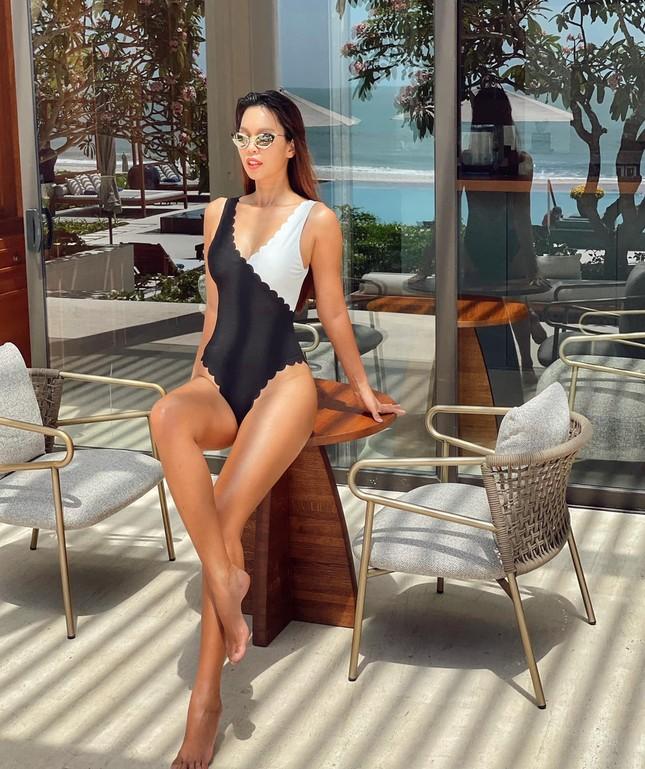 Muốn bỏng mắt với những bộ bikini khoét cao hết cỡ của dàn mỹ nhân Việt ảnh 3