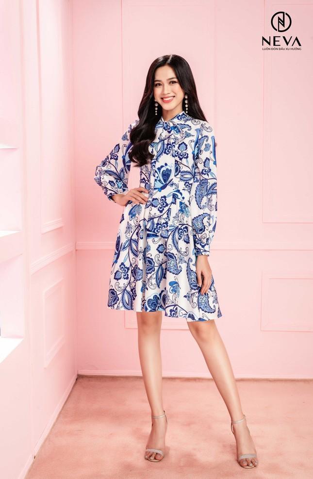 Hoa hậu, Á hậu mặc gì cũng đẹp nhưng xuất sắc nhất là khoe dáng với họa tiết hoa ảnh 9