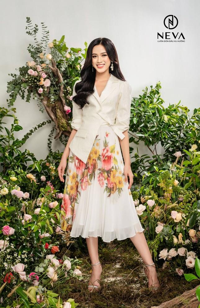 Hoa hậu, Á hậu mặc gì cũng đẹp nhưng xuất sắc nhất là khoe dáng với họa tiết hoa ảnh 8