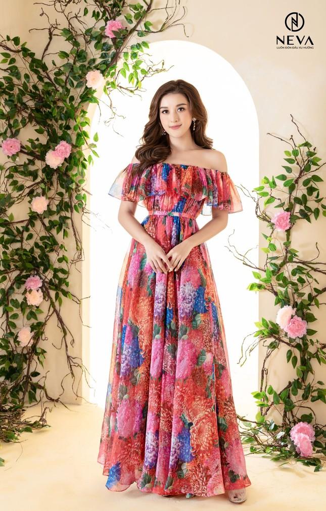 Hoa hậu, Á hậu mặc gì cũng đẹp nhưng xuất sắc nhất là khoe dáng với họa tiết hoa ảnh 1