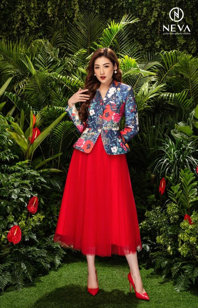Hoa hậu, Á hậu mặc gì cũng đẹp nhưng xuất sắc nhất là khoe dáng với họa tiết hoa ảnh 6