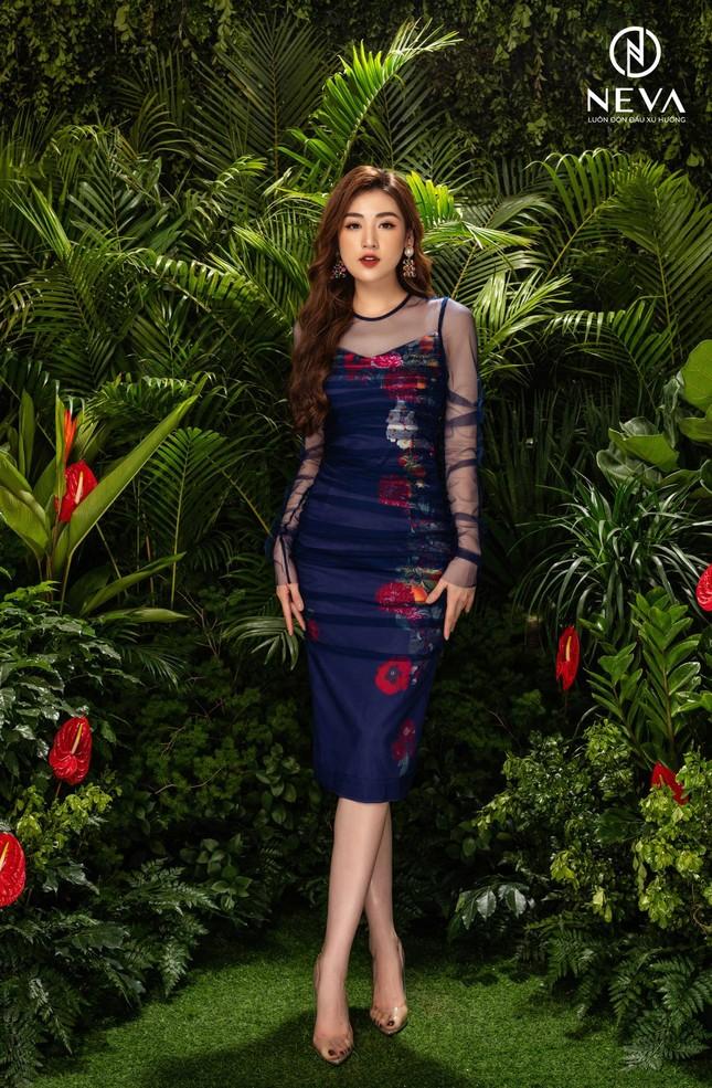 Hoa hậu, Á hậu mặc gì cũng đẹp nhưng xuất sắc nhất là khoe dáng với họa tiết hoa ảnh 7