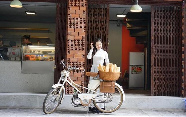 Người tô màu ký ức cho những chiếc bánh mì giữa lòng Hà Nội ảnh 5