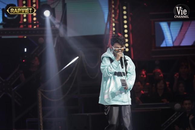 """""""Rap Việt"""": Tlinh tạo kỳ tích khi một mình """"cân"""" hai đối thủ """"nặng ký"""" ảnh 10"""