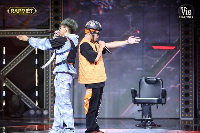 """""""Rap Việt"""": Tlinh tạo kỳ tích khi một mình """"cân"""" hai đối thủ """"nặng ký"""" ảnh 11"""