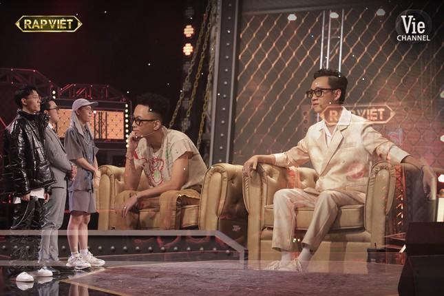 """""""Rap Việt"""": Tlinh tạo kỳ tích khi một mình """"cân"""" hai đối thủ """"nặng ký"""" ảnh 3"""