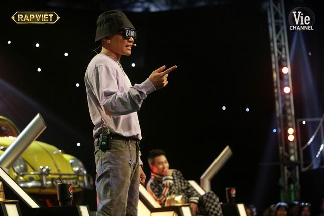 """""""Rap Việt"""": Tlinh tạo kỳ tích khi một mình """"cân"""" hai đối thủ """"nặng ký"""" ảnh 6"""