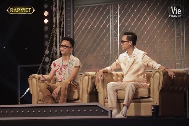 """""""Rap Việt"""": Tlinh tạo kỳ tích khi một mình """"cân"""" hai đối thủ """"nặng ký"""" ảnh 9"""