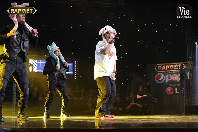 """Trận đấu nảy lửa, lộ diện những cái tên đầu tiên vào Chung kết """"Rap Việt"""" ảnh 8"""