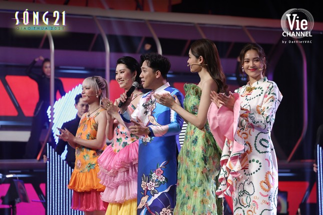"""Châu Bùi gia nhập """"tứ đại mỹ nhân"""", cùng Lan Ngọc quậy tung show Tết ảnh 7"""