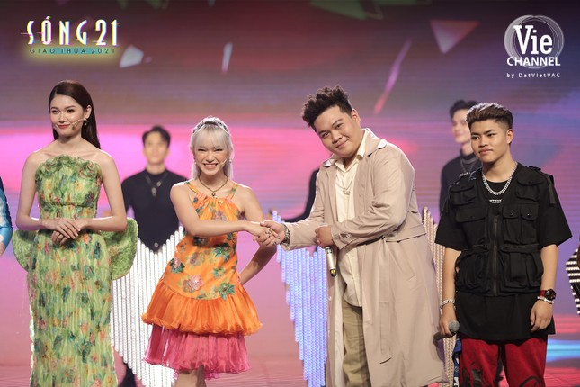 """Châu Bùi gia nhập """"tứ đại mỹ nhân"""", cùng Lan Ngọc quậy tung show Tết ảnh 9"""