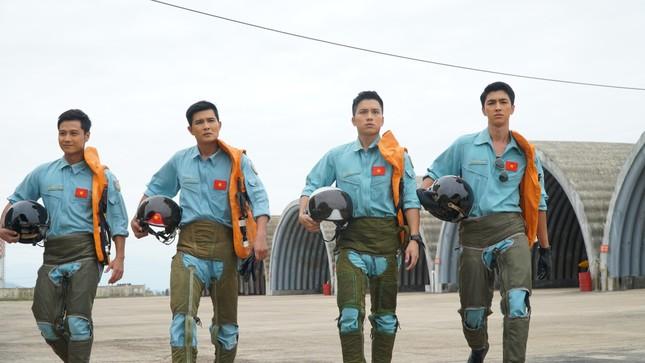 """Bình An đối đầu Thanh Sơn trong phim Tết, phải chăng vì một """"bóng hồng""""? ảnh 4"""