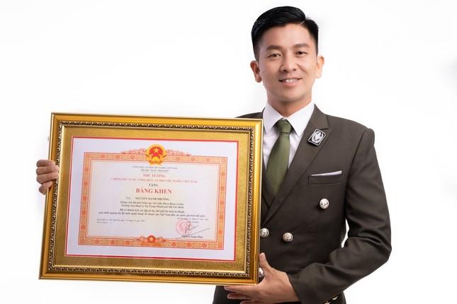 Thầy giáo, ảo thuật gia Nguyễn Phương gây bất ngờ khi nhận bằng khen của Thủ tướng ảnh 3