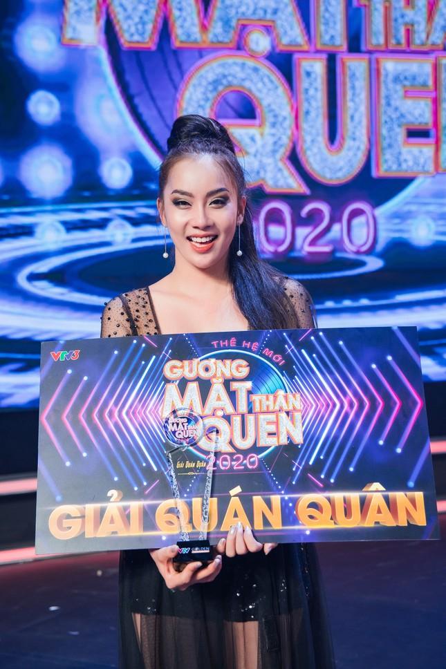 """Hóa thân thành Thu Minh đu dây, Phạm Lịch """"ẵm trọn"""" ngôi vị Quán quân """"Gương mặt thân quen 2020"""" ảnh 13"""