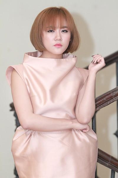 """""""Soi"""" phong cách thời trang của Văn Mai Hương ảnh 10"""