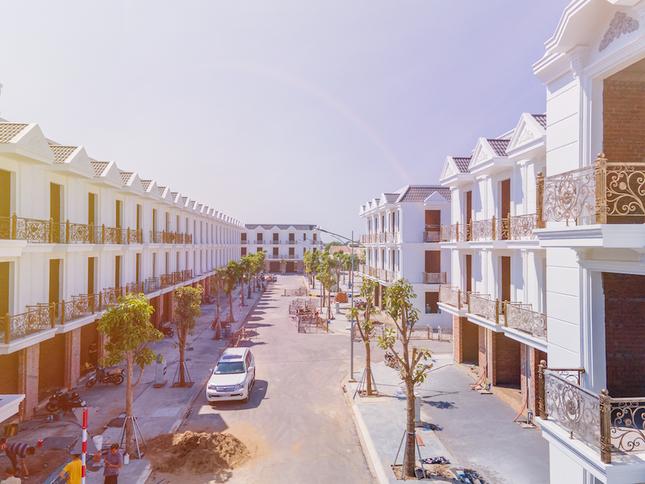 """Giới đầu tư """"hốt bạc"""" từ đầu tư nhà phố Bình Dương ảnh 1"""