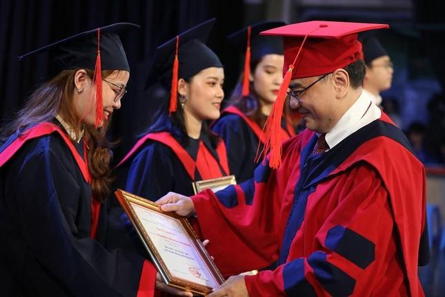 Tân cử nhân tốt nghiệp 3.98/4.0, đạt TOEIC 900  ảnh 1