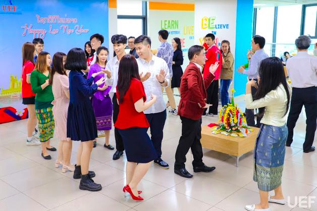 Sinh viên Lào đón tết truyền thống tại trường đại học ảnh 1