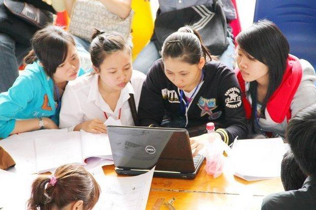 Học phí tăng mạnh: Trường làm gì để hỗ trợ tân sinh viên? ảnh 1