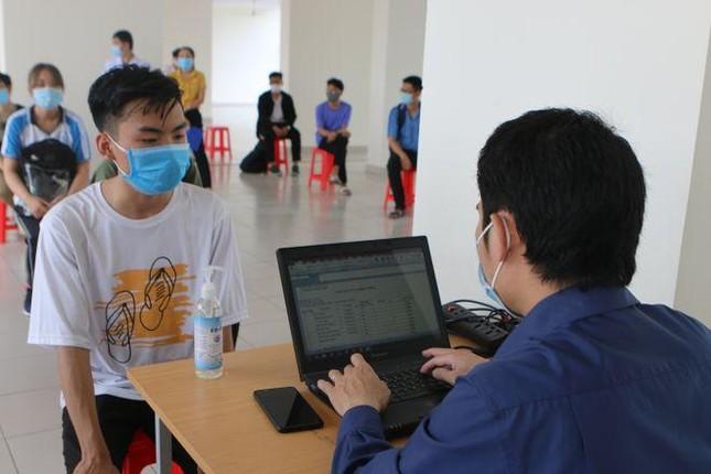 Sinh viên đi học lại phải khai báo y tế tại trường ảnh 1