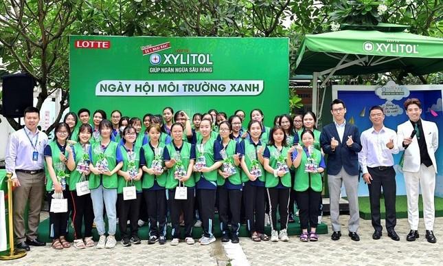 Sinh viên tích cực tham gia bảo vệ môi trường cùng Lotte Xylitol ảnh 1