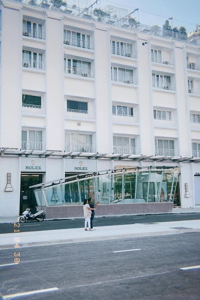 Trung tâm TP.HCM ngày đầu tiên nghỉ lễ: Đường phố thoáng, quán xá ít khách đến bất ngờ ảnh 13