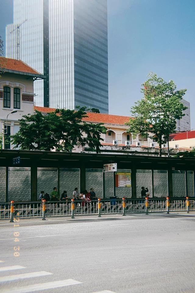Trung tâm TP.HCM ngày đầu tiên nghỉ lễ: Đường phố thoáng, quán xá ít khách đến bất ngờ ảnh 12