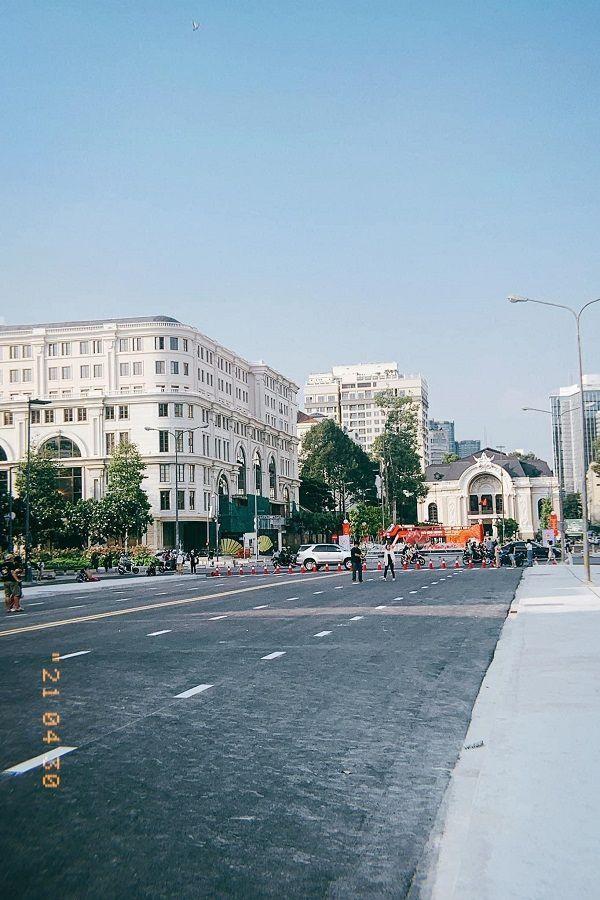 Trung tâm TP.HCM ngày đầu tiên nghỉ lễ: Đường phố thoáng, quán xá ít khách đến bất ngờ ảnh 9
