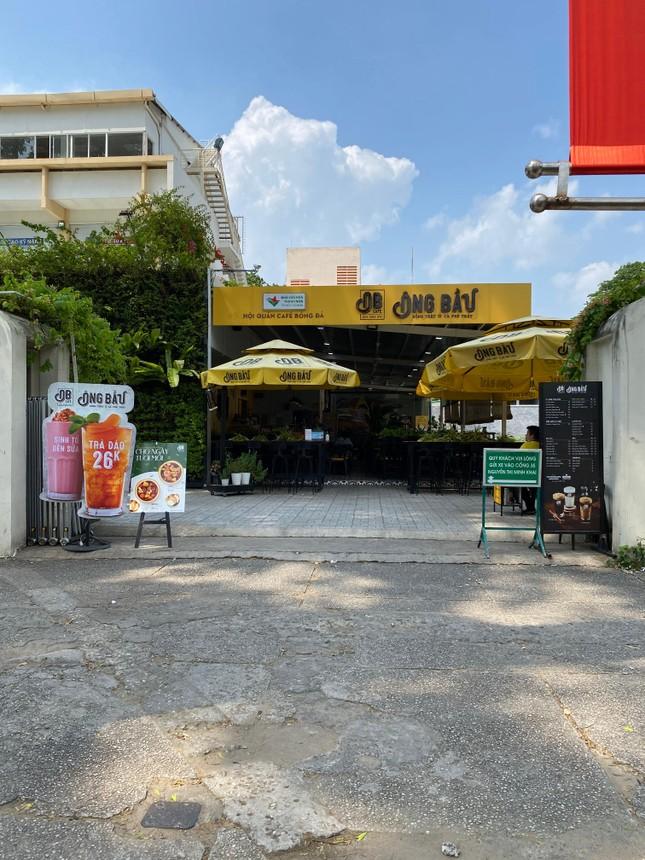 Trung tâm TP.HCM ngày đầu tiên nghỉ lễ: Đường phố thoáng, quán xá ít khách đến bất ngờ ảnh 4