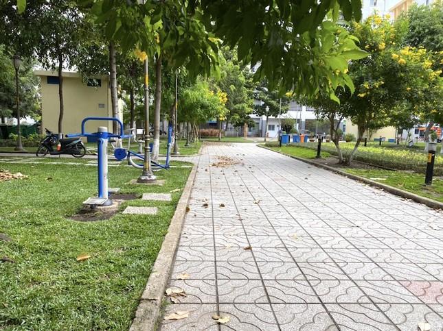 Công viên Sài Gòn đìu hiu giữa mùa dịch COVID-19 ảnh 19